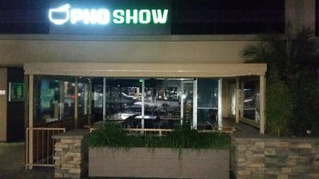Window Cleaning at Pho Show in Redondo Beach