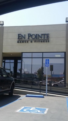 Window Cleaning at En Pointe Dance & Fitness in Long Beach, CA